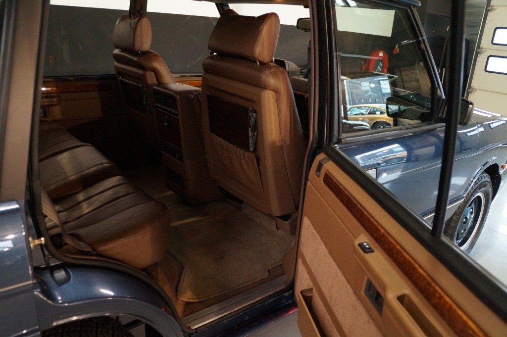 Buy this LAND ROVER RANGE ROVER 1994  at Legendary Classics (18)