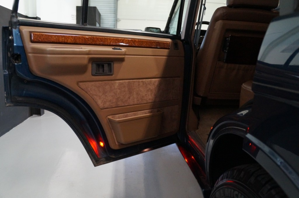 Buy this LAND ROVER RANGE ROVER 1994  at Legendary Classics (44)