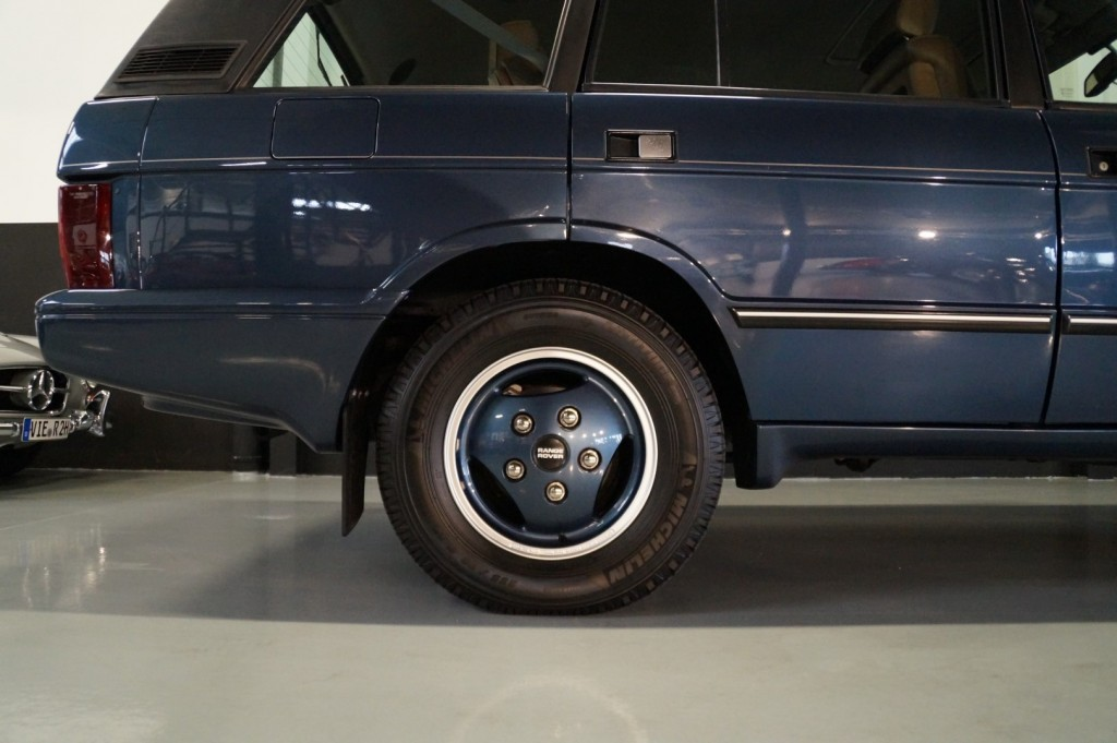 Buy this LAND ROVER RANGE ROVER 1994  at Legendary Classics (61)