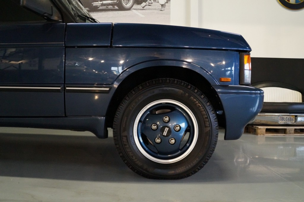 Buy this LAND ROVER RANGE ROVER 1994  at Legendary Classics (8)