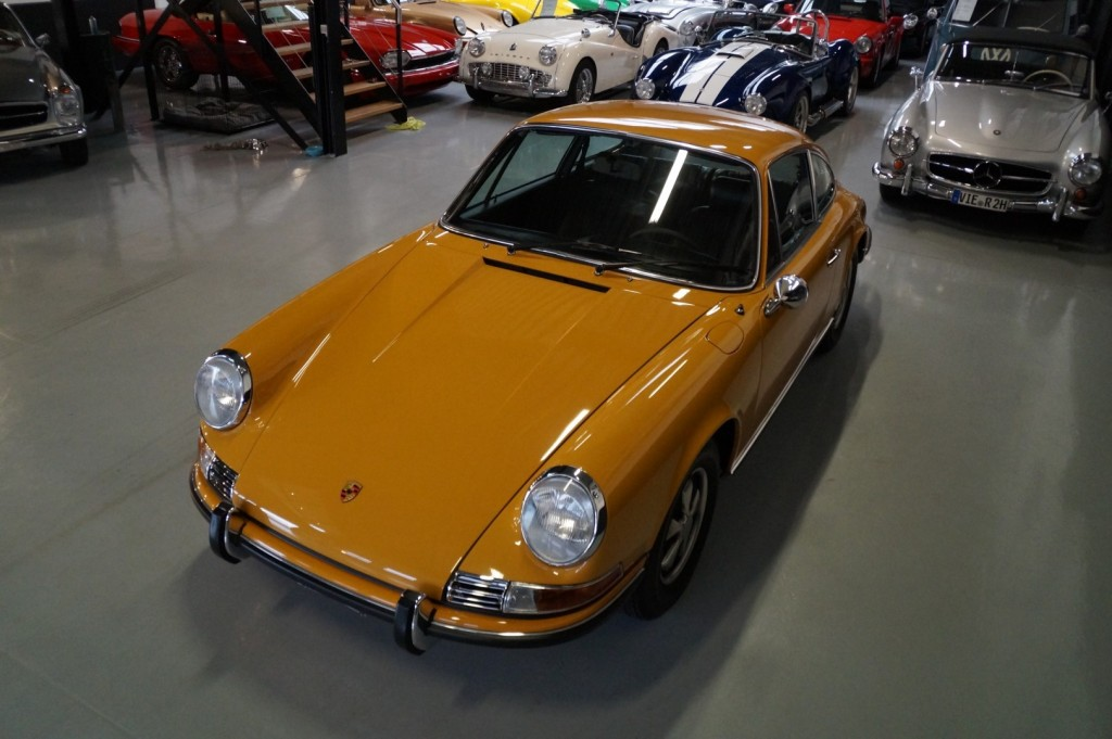 Buy this PORSCHE 911 1968  at Legendary Classics (33)