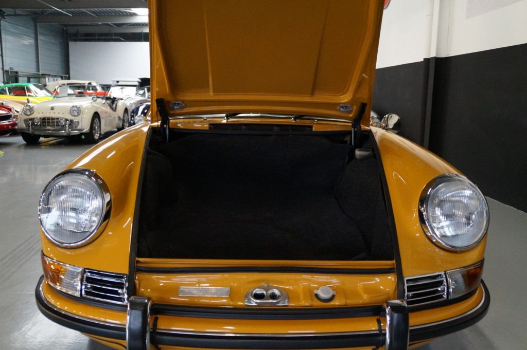 Buy this PORSCHE 911 1968  at Legendary Classics (46)