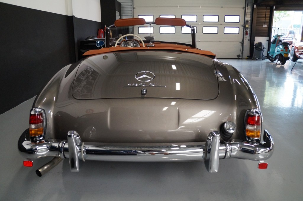 Buy this MERCEDES-BENZ 190 1957  at Legendary Classics (36)