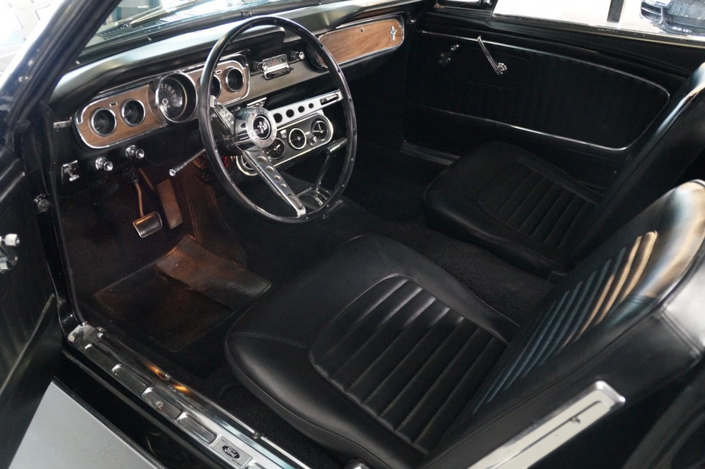 Buy this FORD MUSTANG 1965  at Legendary Classics (11)