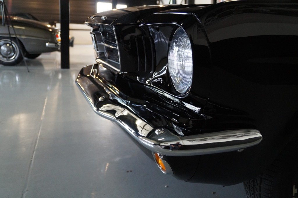 Buy this FORD MUSTANG 1965  at Legendary Classics (46)