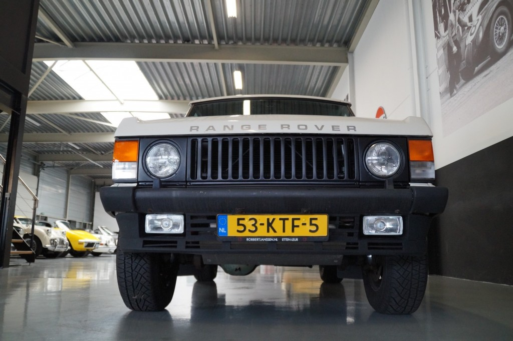 Buy this LAND ROVER RANGE ROVER 1985  at Legendary Classics (14)