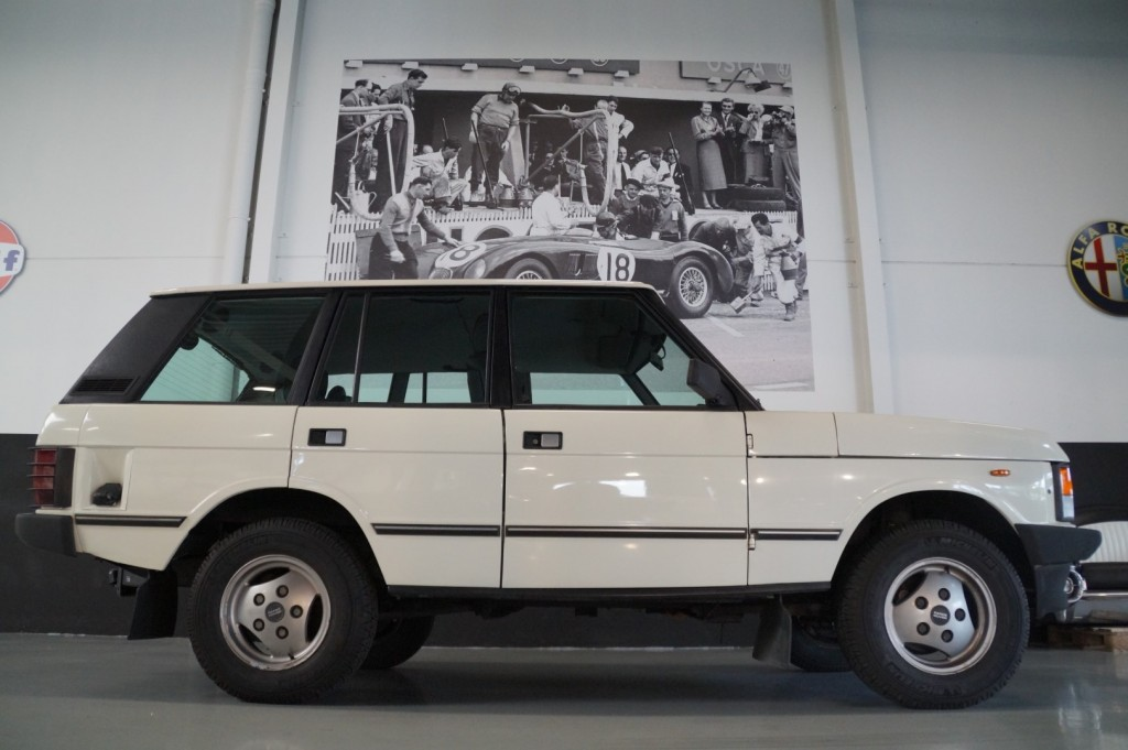 Buy this LAND ROVER RANGE ROVER 1985  at Legendary Classics (18)