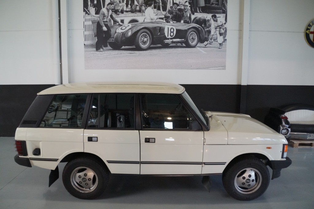 Buy this LAND ROVER RANGE ROVER 1985  at Legendary Classics (19)
