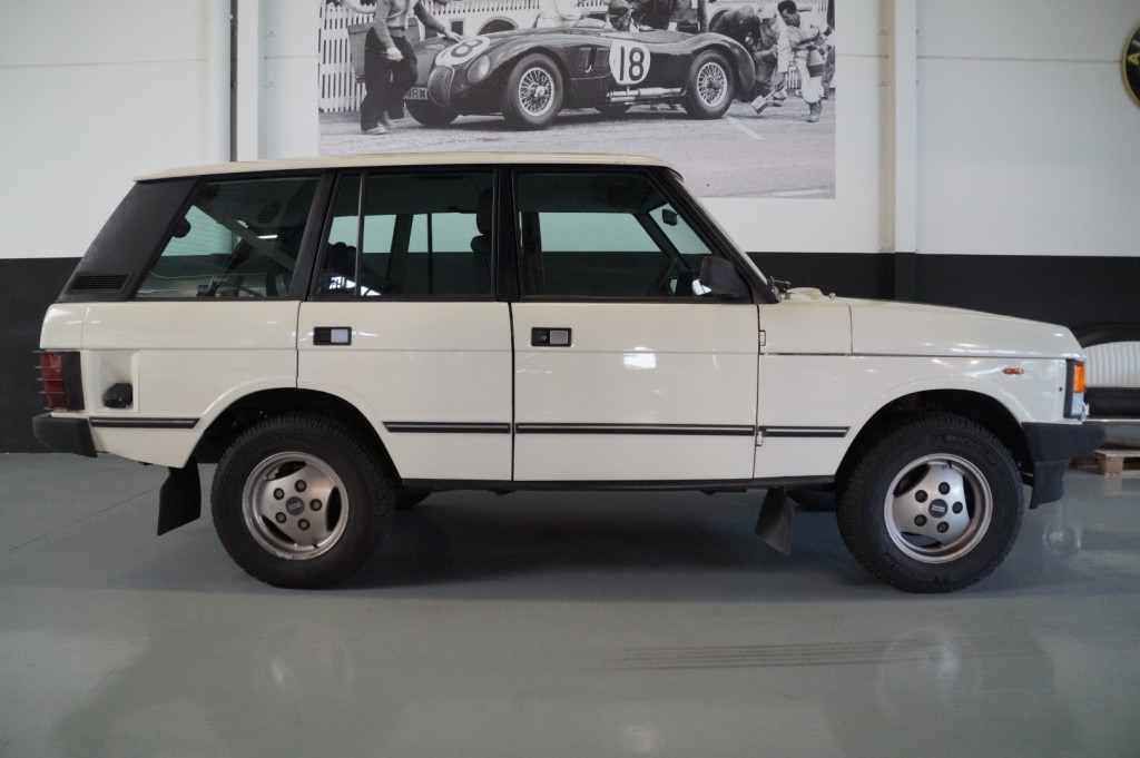 Buy this LAND ROVER RANGE ROVER 1985  at Legendary Classics (4)