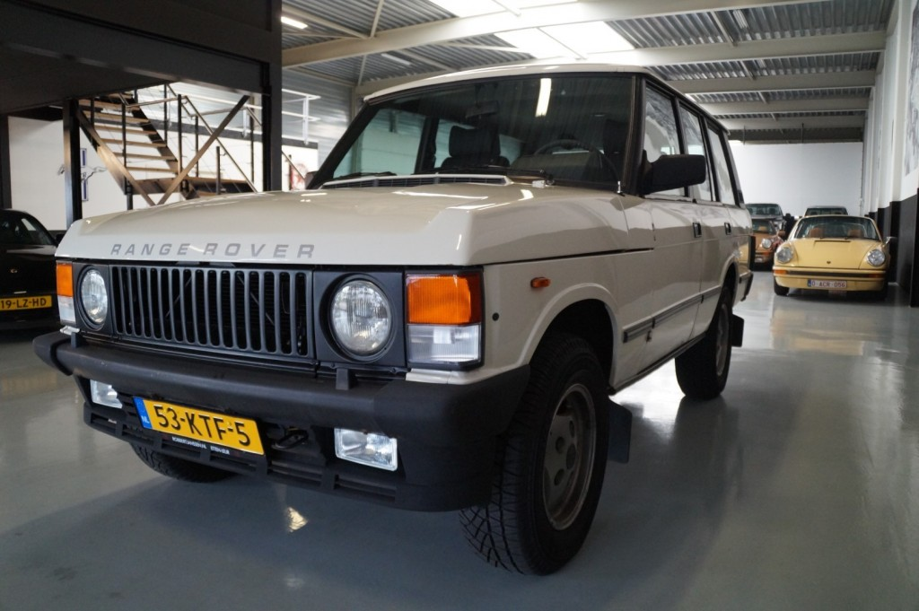 Buy this LAND ROVER RANGE ROVER 1985  at Legendary Classics (31)