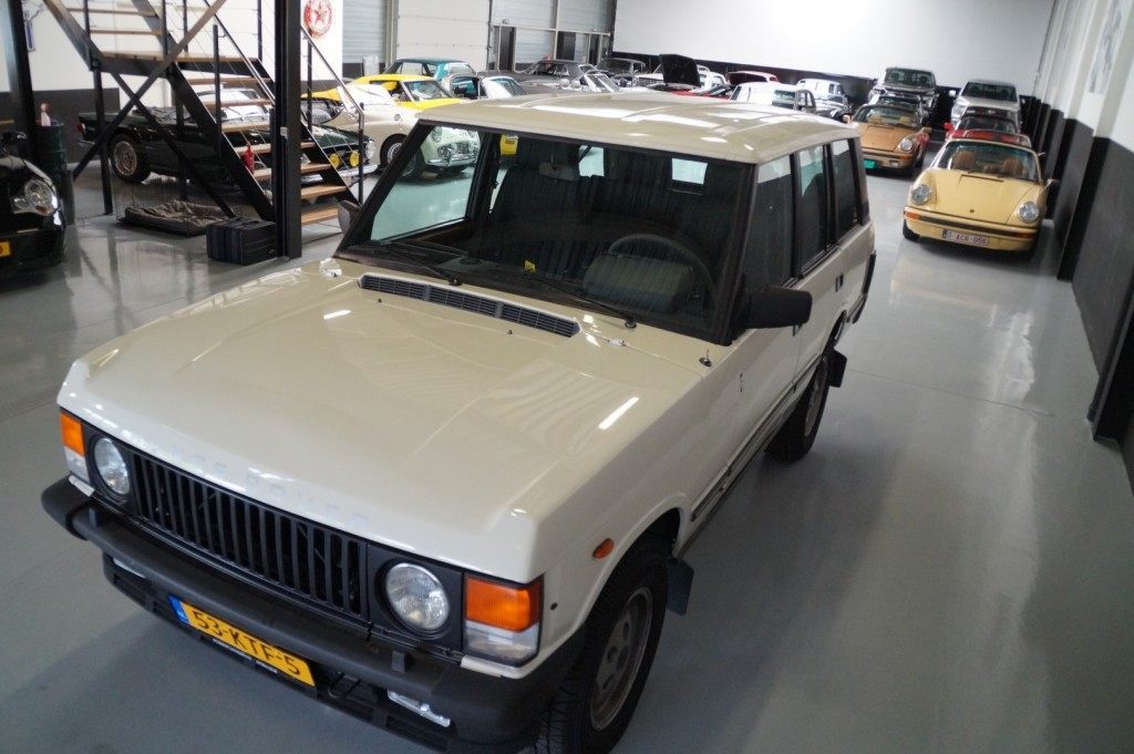 Buy this LAND ROVER RANGE ROVER 1985  at Legendary Classics (32)
