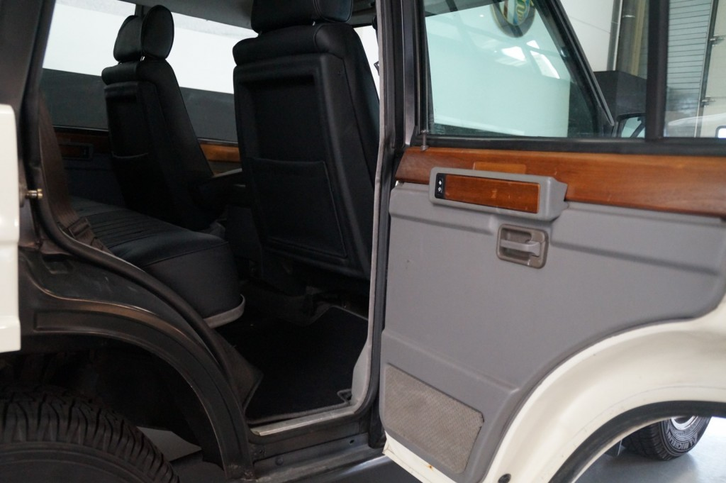 Buy this LAND ROVER RANGE ROVER 1985  at Legendary Classics (48)