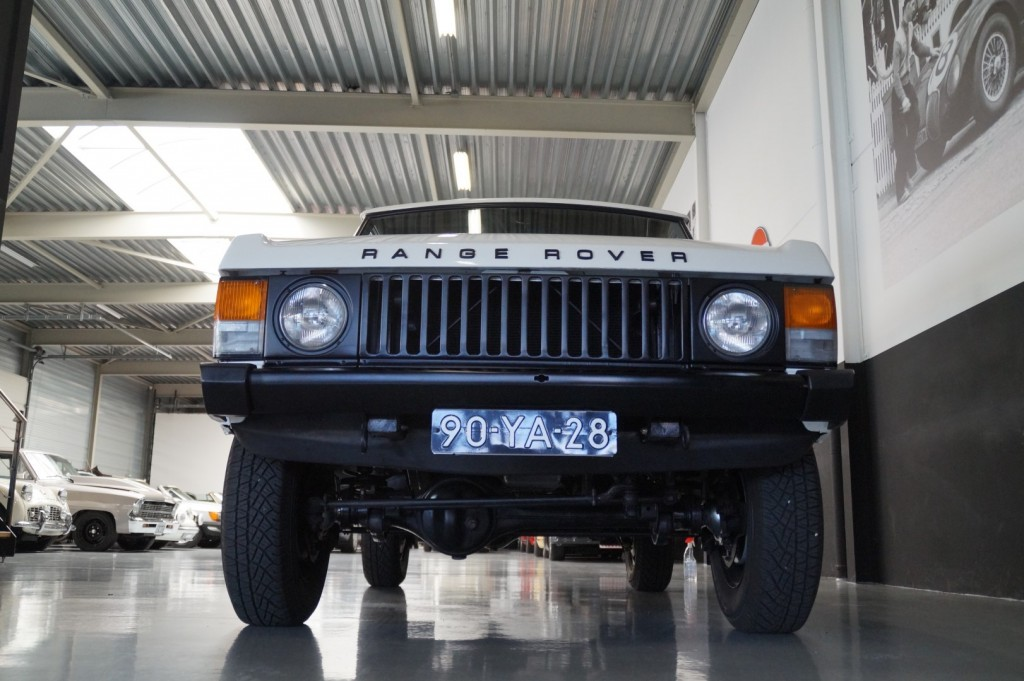 Buy this LAND ROVER RANGE ROVER 1977  at Legendary Classics (14)