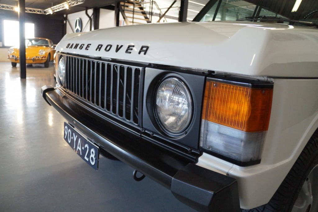 Buy this LAND ROVER RANGE ROVER 1977  at Legendary Classics (35)