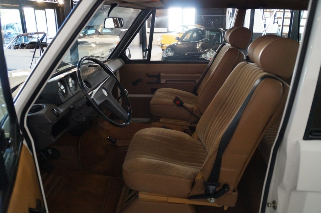 Buy this LAND ROVER RANGE ROVER 1977  at Legendary Classics (6)
