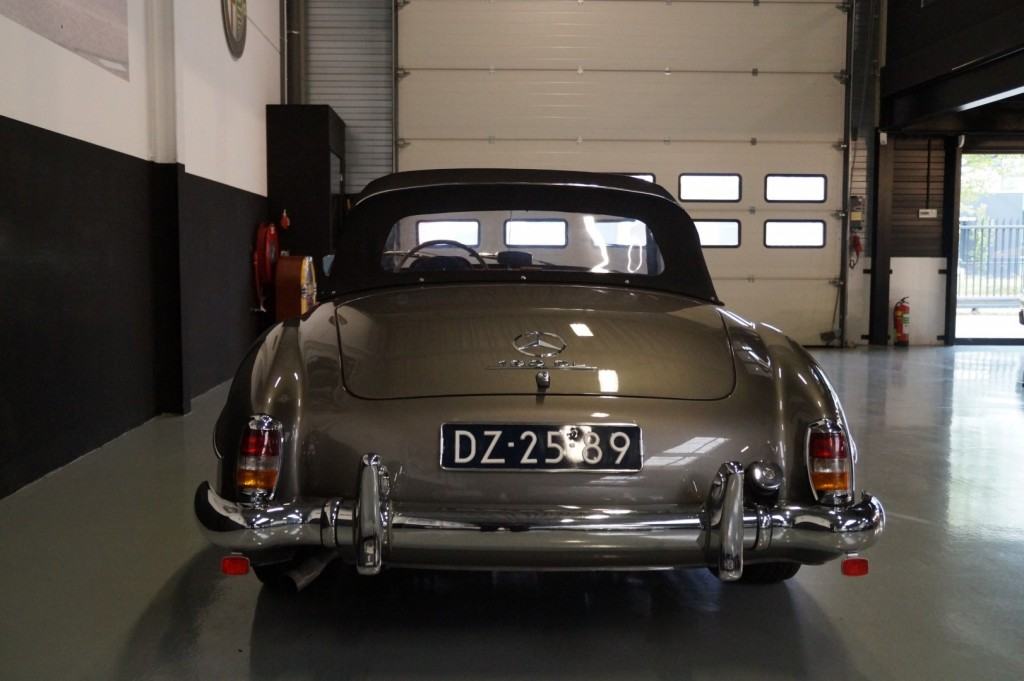 Buy this MERCEDES-BENZ 190 1960  at Legendary Classics (31)