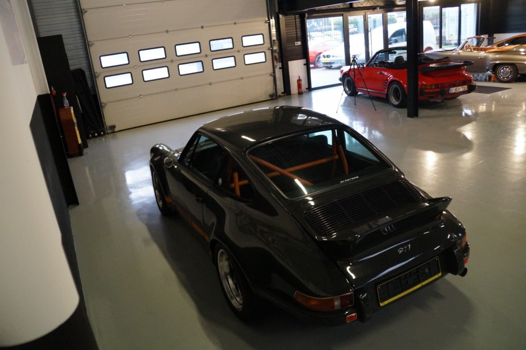 Buy this PORSCHE 964 1990  at Legendary Classics (35)
