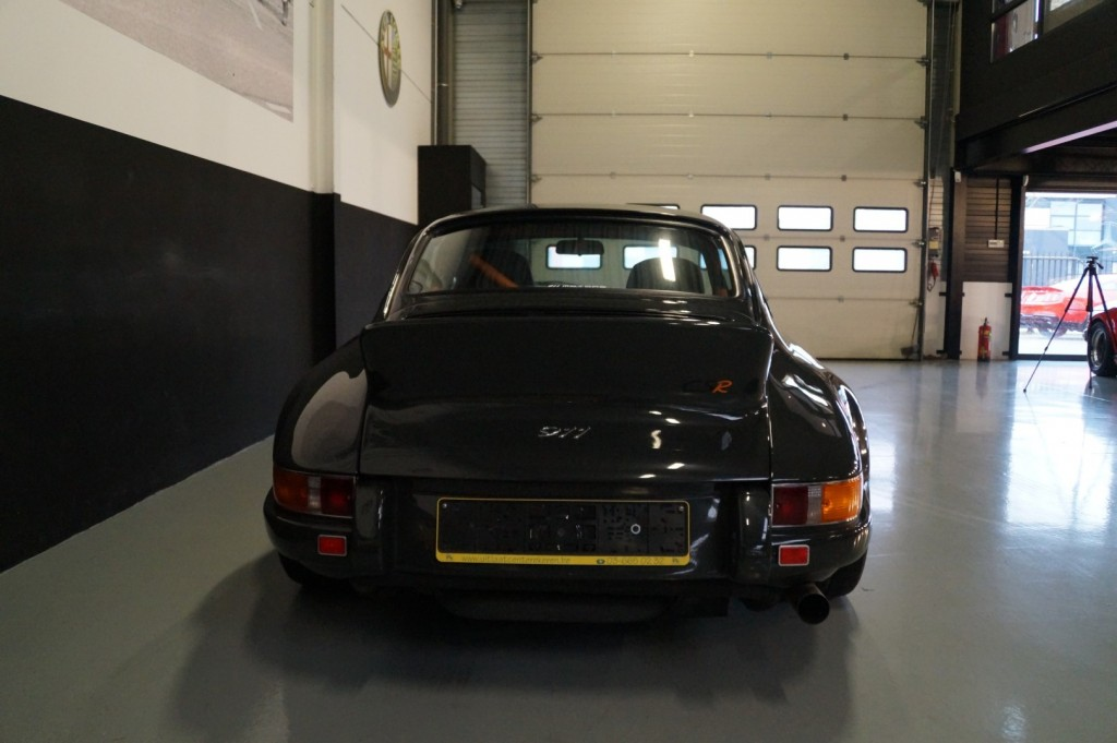 Buy this PORSCHE 964 1990  at Legendary Classics (5)