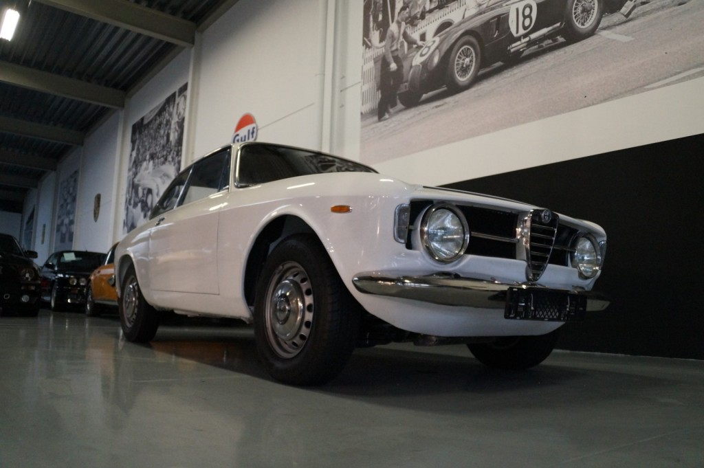 Buy this ALFA ROMEO GT 1967  at Legendary Classics (17)