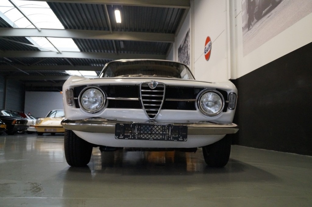 Buy this ALFA ROMEO GT 1967  at Legendary Classics (19)