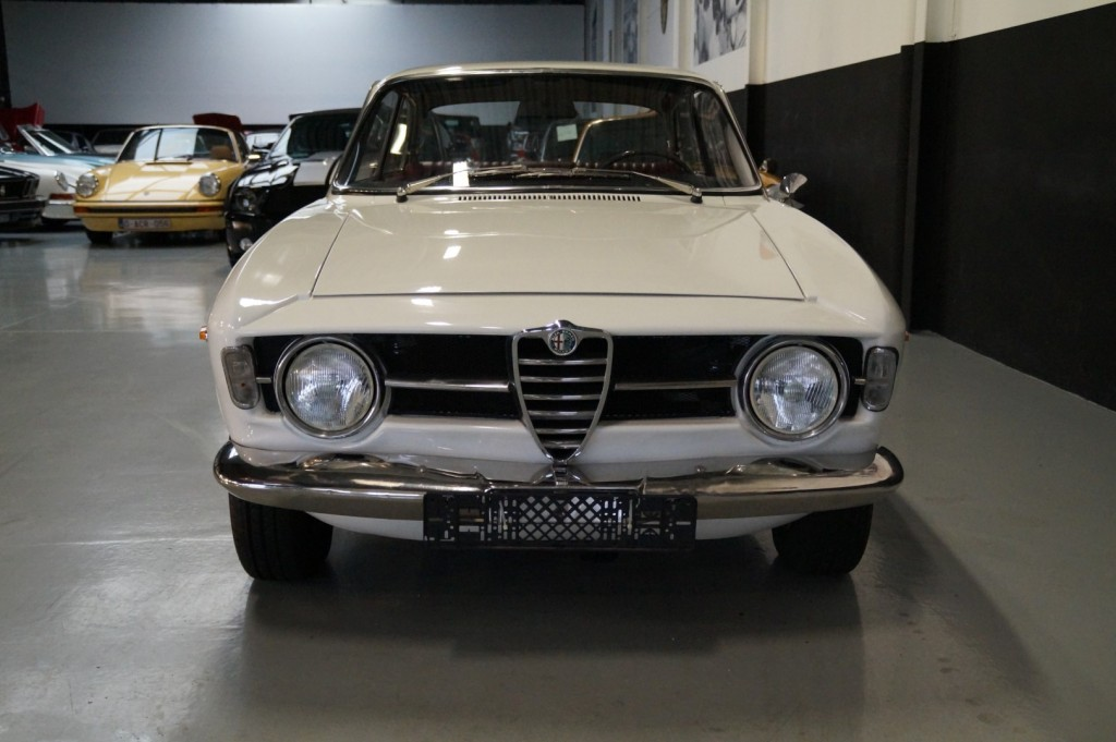 Buy this ALFA ROMEO GT 1967  at Legendary Classics (20)