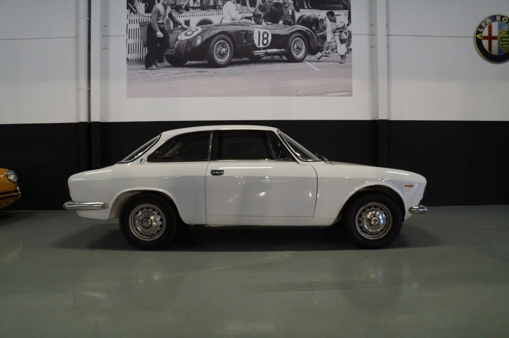 Buy this ALFA ROMEO GT 1967  at Legendary Classics (3)