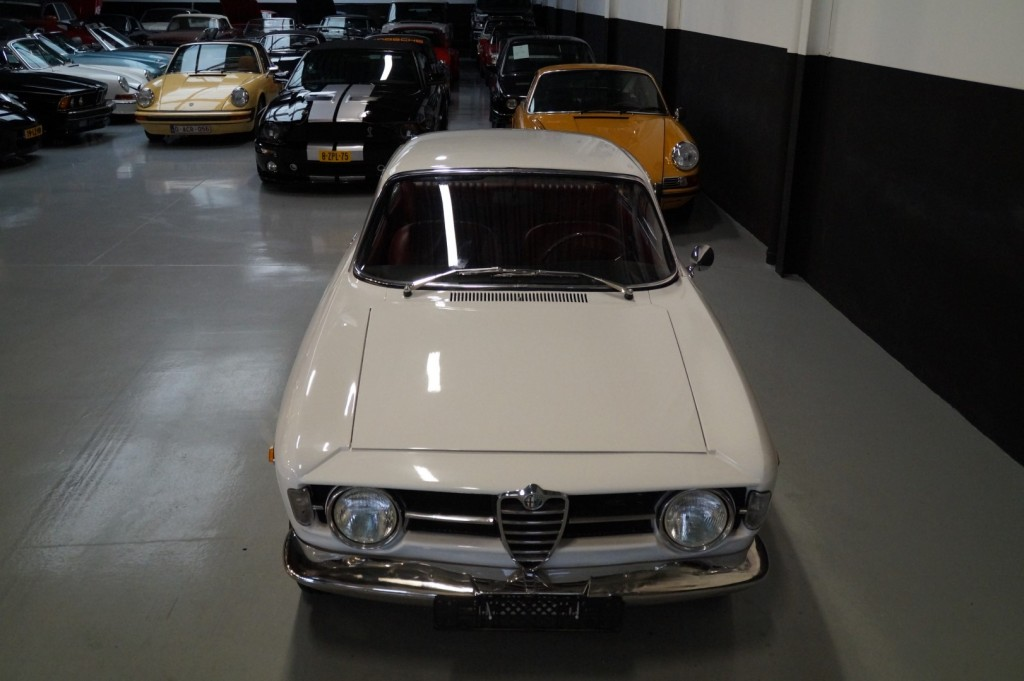 Buy this ALFA ROMEO GT 1967  at Legendary Classics (21)