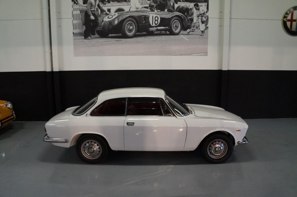 Buy this ALFA ROMEO GT 1967  at Legendary Classics (23)