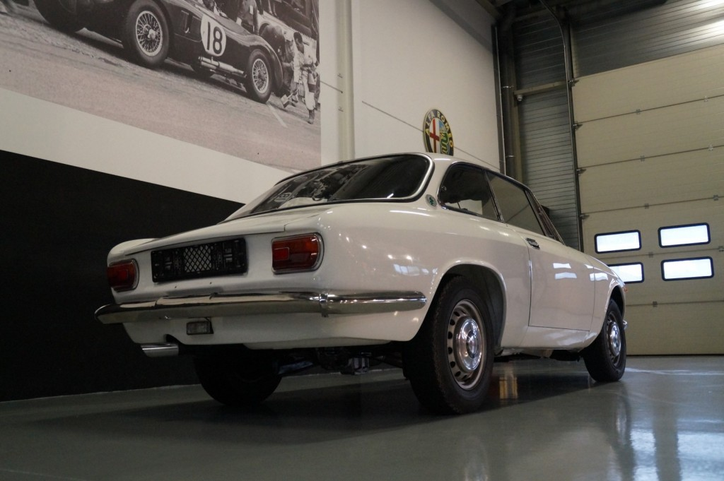 Buy this ALFA ROMEO GT 1967  at Legendary Classics (24)