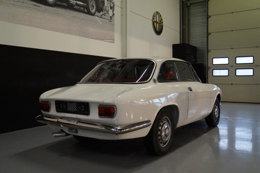 Buy this ALFA ROMEO GT 1967  at Legendary Classics (25)