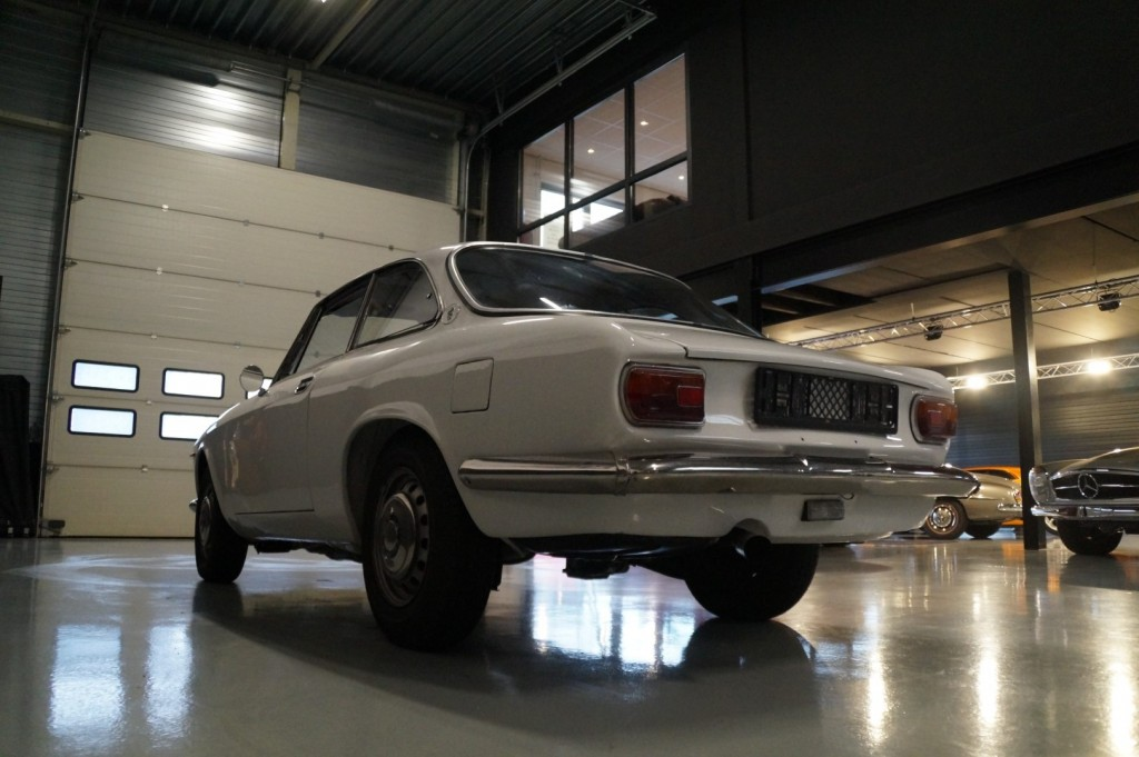 Buy this ALFA ROMEO GT 1967  at Legendary Classics (28)