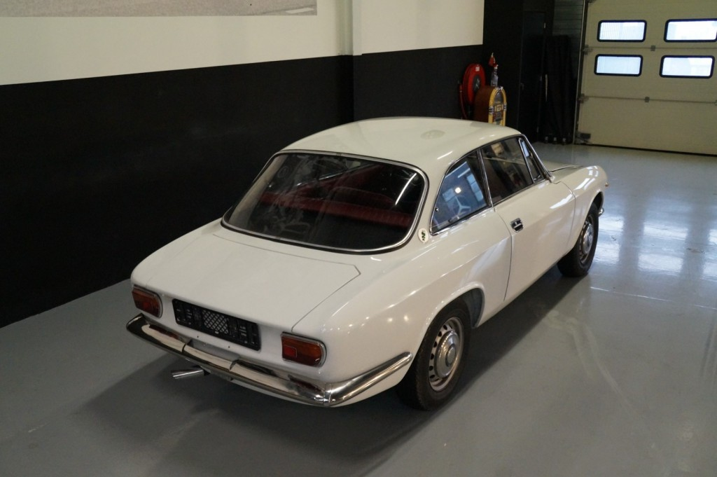 Buy this ALFA ROMEO GT 1967  at Legendary Classics (4)