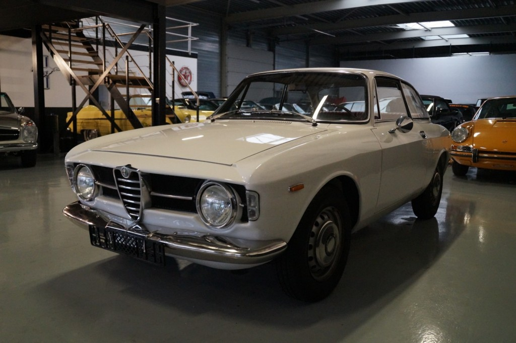 Buy this ALFA ROMEO GT 1967  at Legendary Classics (32)