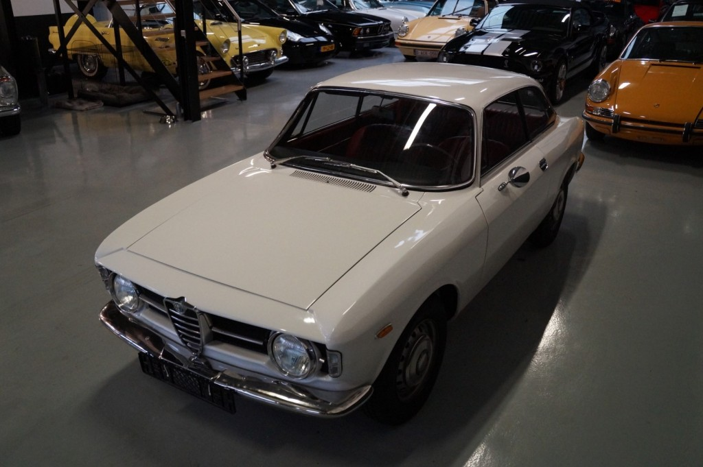 Buy this ALFA ROMEO GT 1967  at Legendary Classics (33)