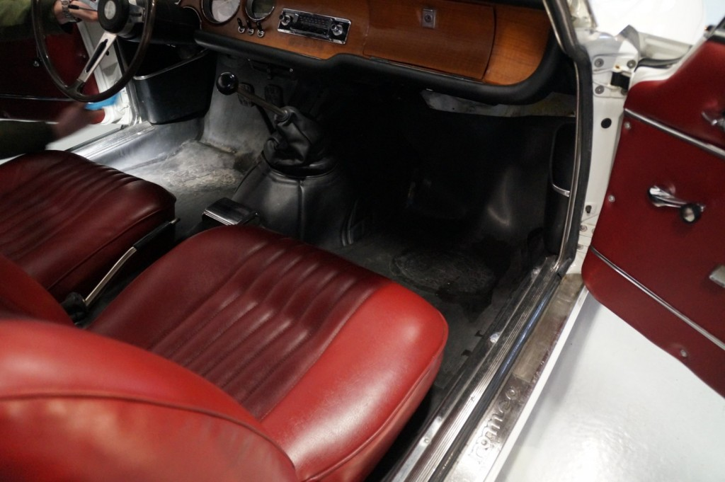 Buy this ALFA ROMEO GT 1967  at Legendary Classics (35)