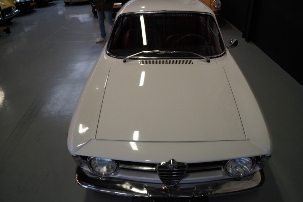 Buy this ALFA ROMEO GT 1967  at Legendary Classics (41)