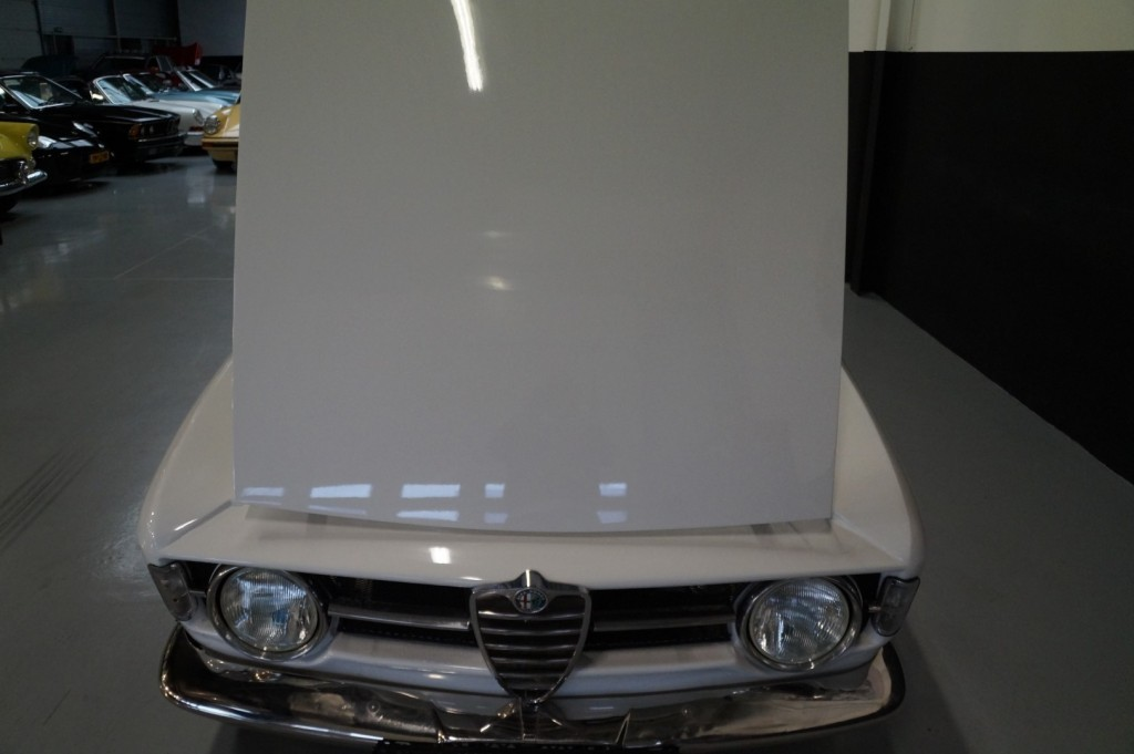 Buy this ALFA ROMEO GT 1967  at Legendary Classics (45)