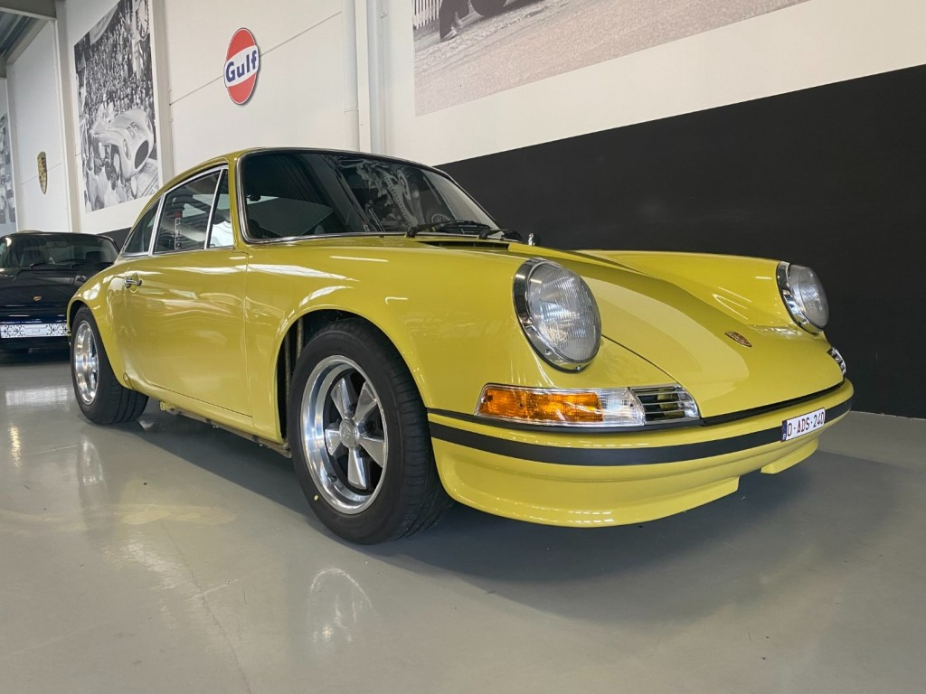 Buy this PORSCHE 911 1982  at Legendary Classics (2)