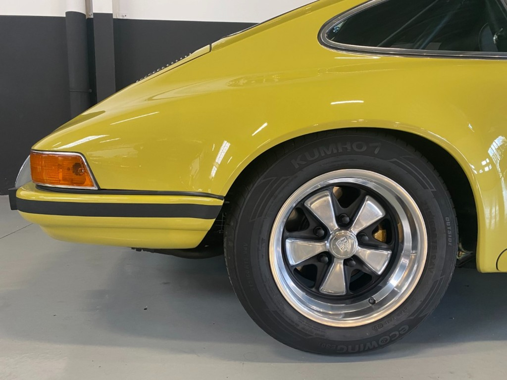 Buy this PORSCHE 911 1982  at Legendary Classics (12)