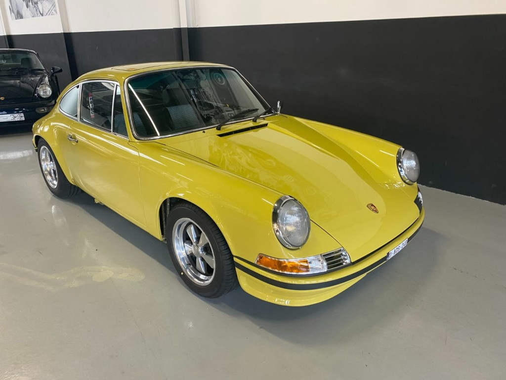 Buy this PORSCHE 911 1982  at Legendary Classics (26)