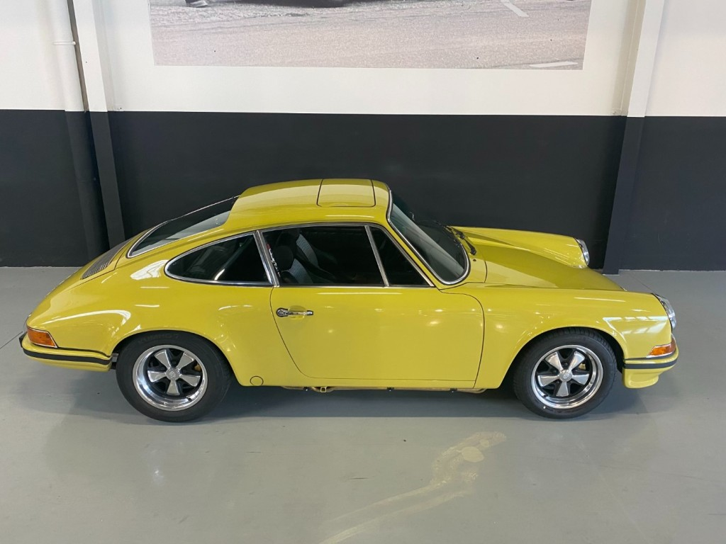 Buy this PORSCHE 911 1982  at Legendary Classics (29)