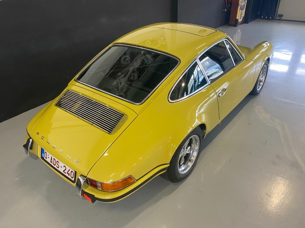 Buy this PORSCHE 911 1982  at Legendary Classics (4)