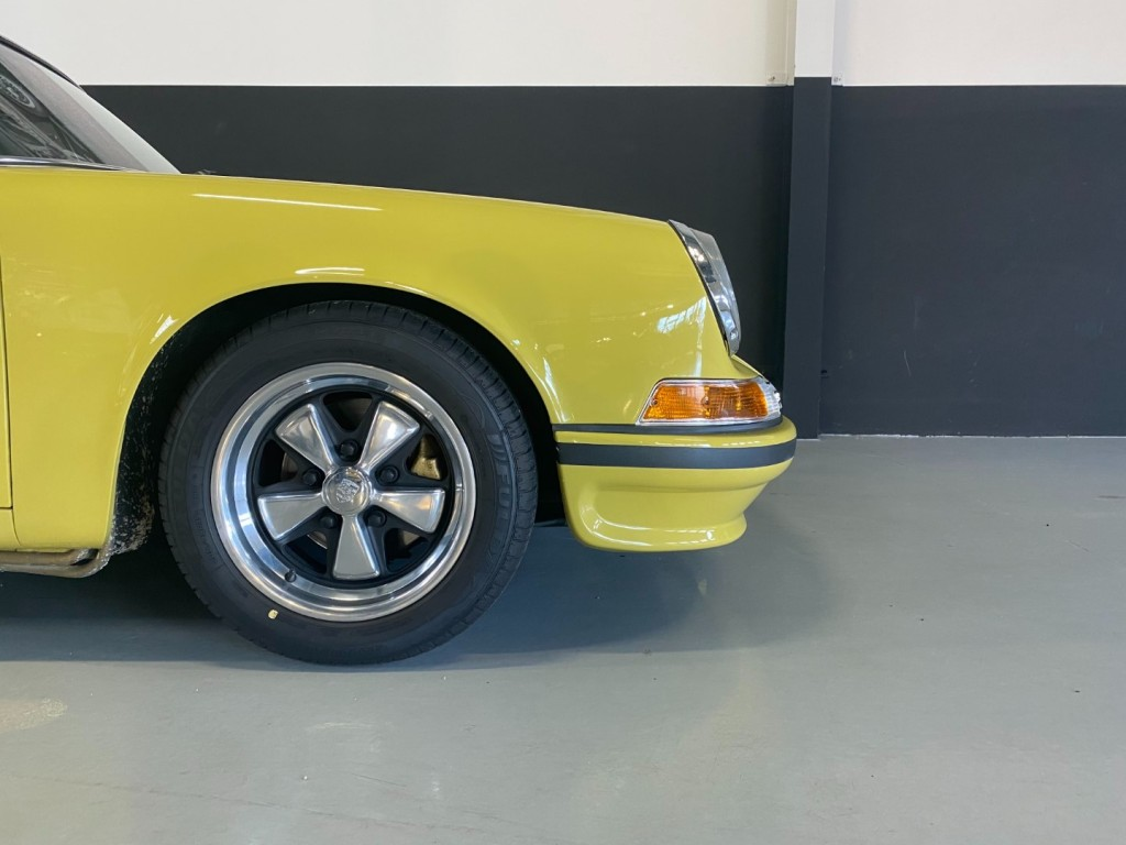 Buy this PORSCHE 911 1982  at Legendary Classics (33)