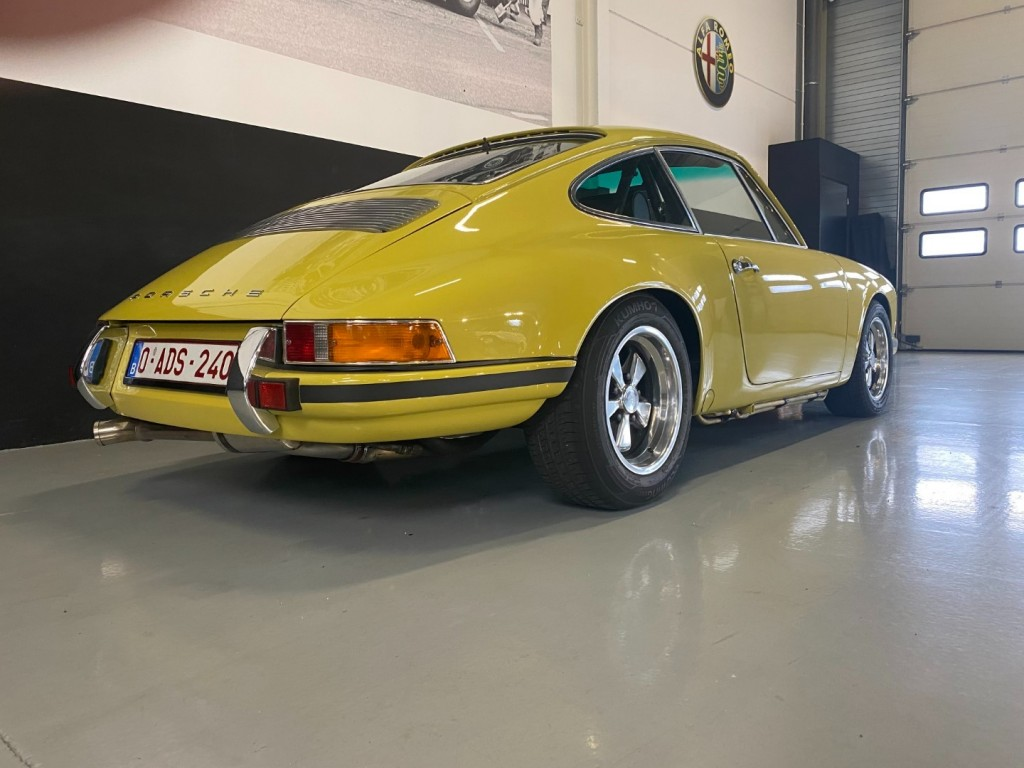 Buy this PORSCHE 911 1982  at Legendary Classics (35)