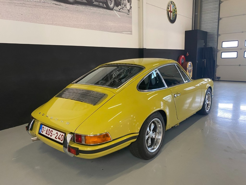 Buy this PORSCHE 911 1982  at Legendary Classics (36)