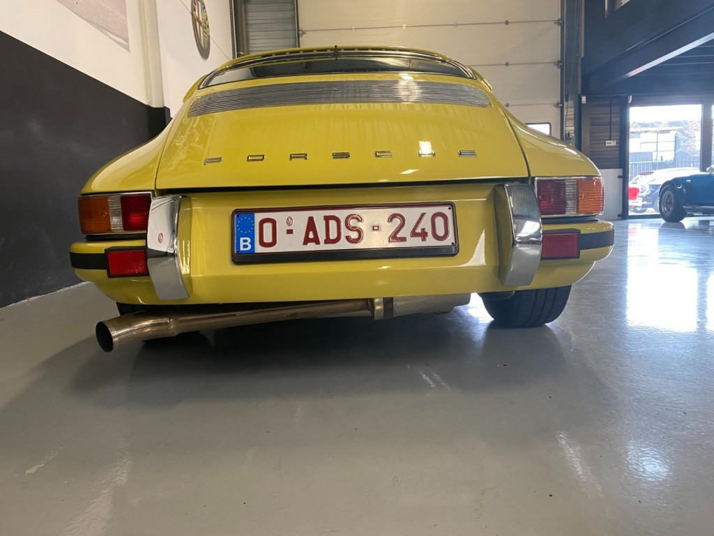Buy this PORSCHE 911 1982  at Legendary Classics (38)