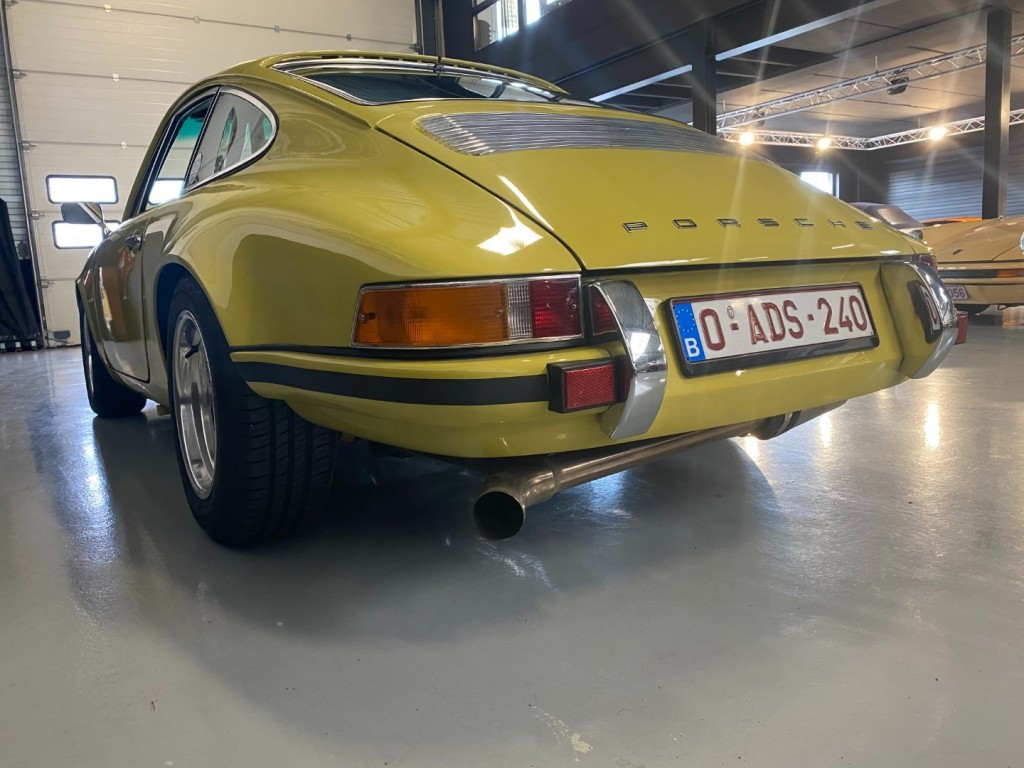 Buy this PORSCHE 911 1982  at Legendary Classics (40)