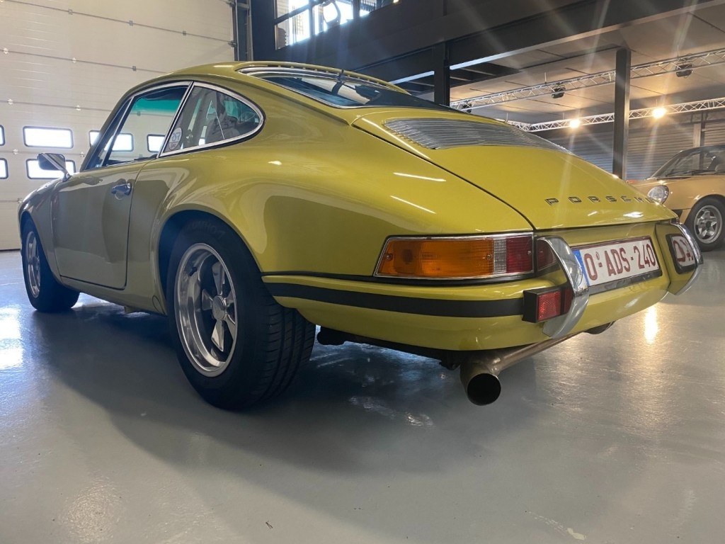 Buy this PORSCHE 911 1982  at Legendary Classics (41)