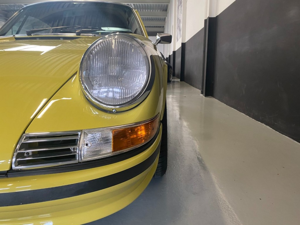 Buy this PORSCHE 911 1982  at Legendary Classics (45)