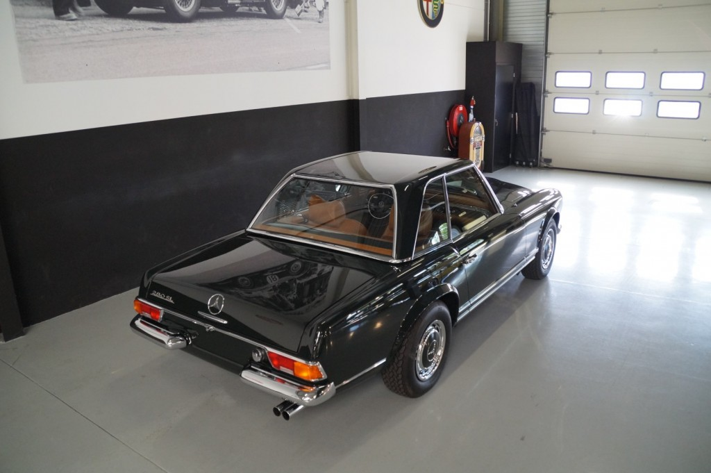 Buy this MERCEDES-BENZ 280 1968  at Legendary Classics (14)